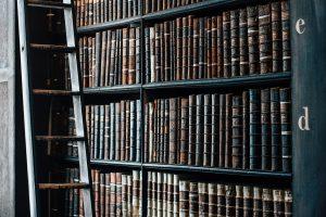 bookshelf-1082309_960_720